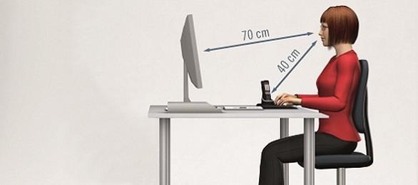המלצות לתנוחת ישיבה מול מחשב והקלה על עין יבשה