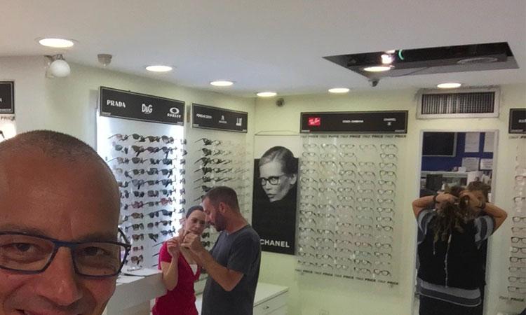בחירת-משקפיים-והכנה-תוך-שעה-תל-אביב-שקוף